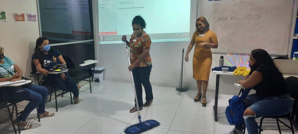 Os servidores serão capacitados para desempenharem de forma eficaz as atividades de limpeza e higiene dos ambientes do Instituto.